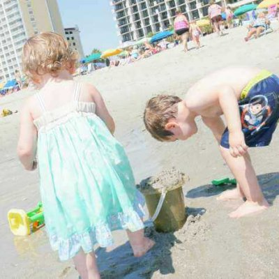 7 Tips for Beach Trips with Young Children Without Losing Your Mind