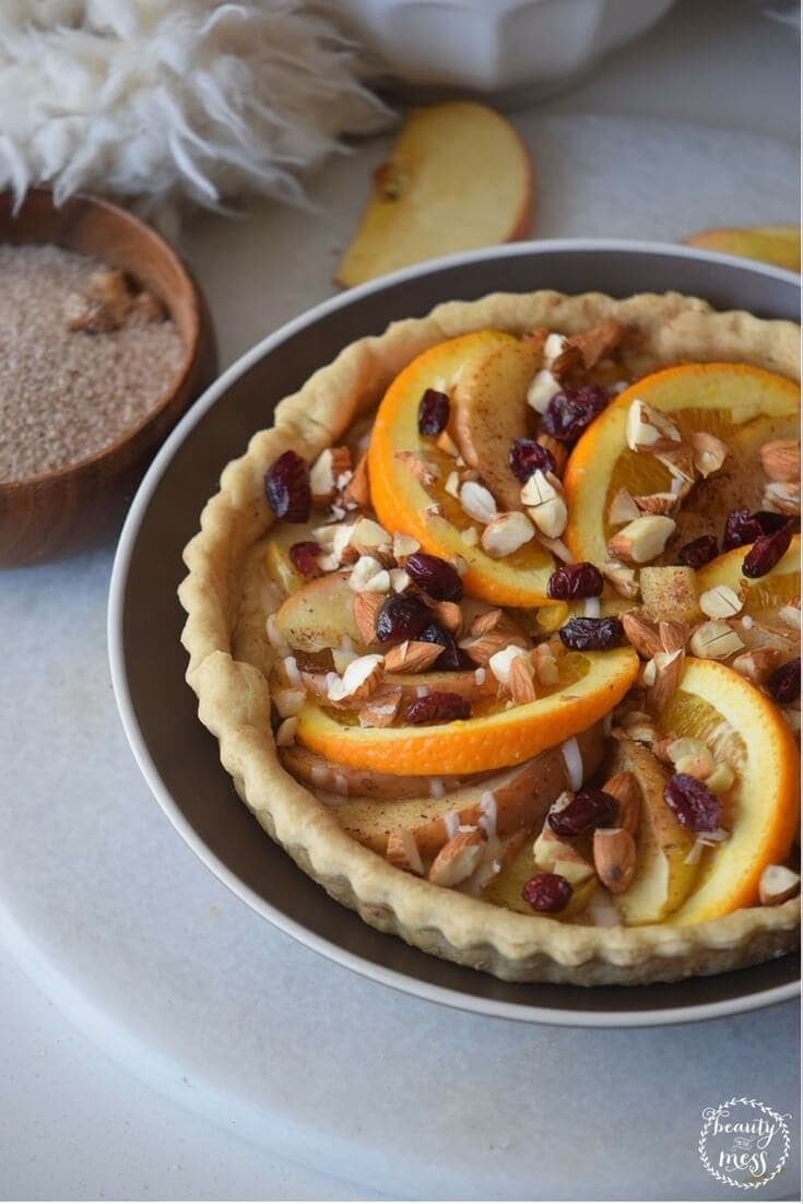 Spiced apple and orange pie is the perfect gluten-free and sugar-free dessert for the holiday season! Whether you are making it to eat yourself or for family and friends, this delicious gluten free dessert will become a family favorite.  via @simplifyingfamily