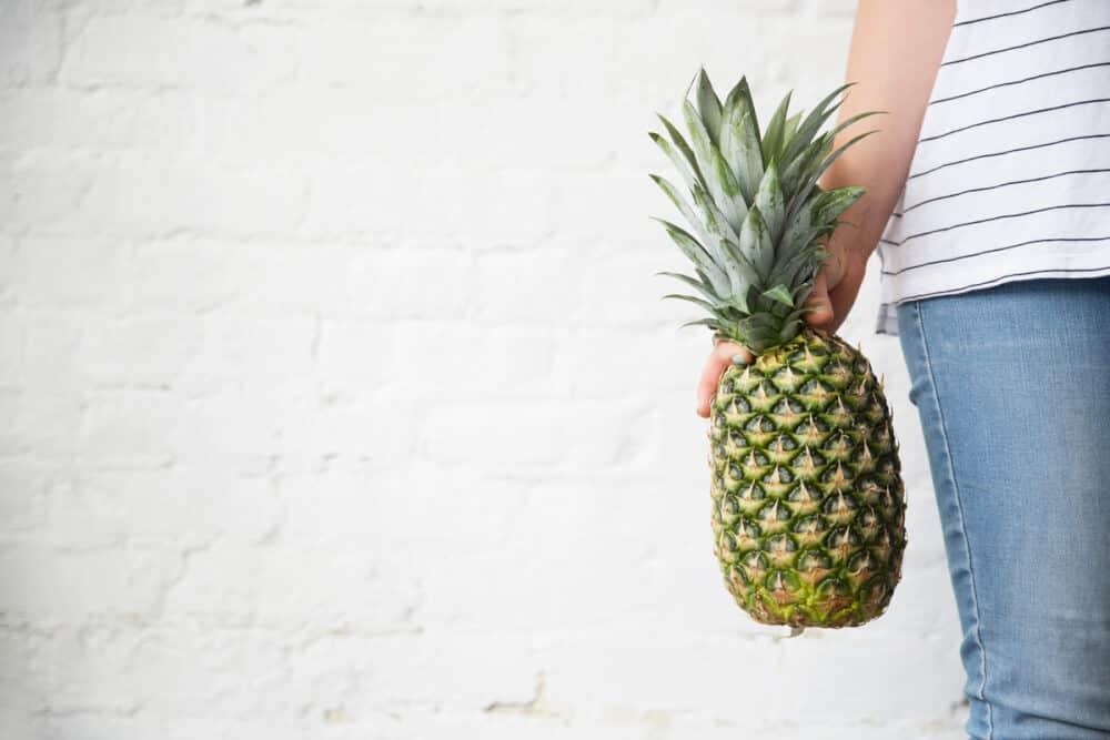 100 Summer Bucket List Ideas eat pineapple