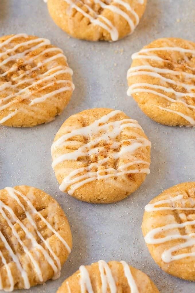 healthy-no-bake-cinnamon-roll-cookies