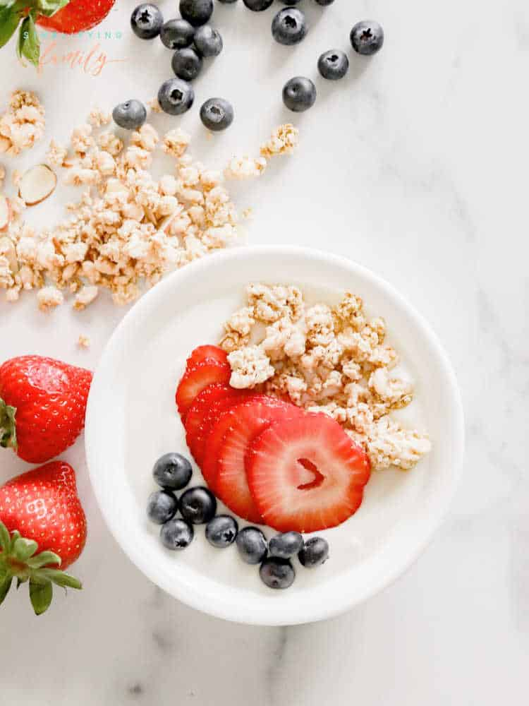 fresh berry greek yogurt breakfast bowl